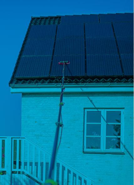 Få pris på rens af dine solcellepaneler
